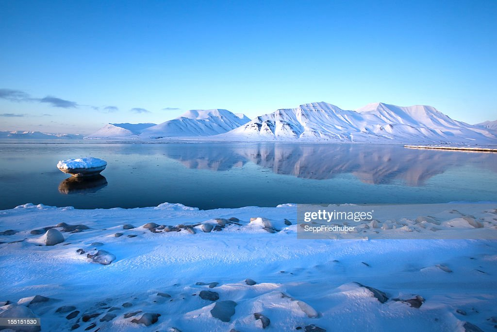 Islands mountain Reflexion in Isfjord winter Landschaft : Stock-Foto