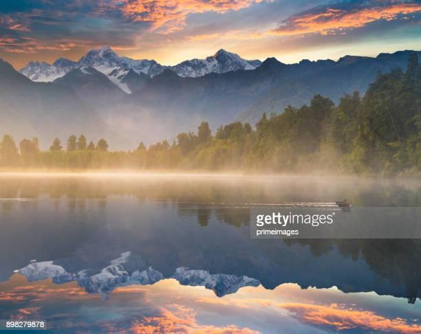 bela paisagem panorama da matheson lago geleira fox town montanha vales alpes do sul, nova zelândia - alpes do sul da nova zelândia - fotografias e filmes do acervo