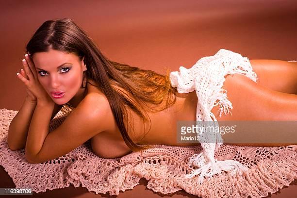 belle fille sexy - dressed undressed women photos et images de collection