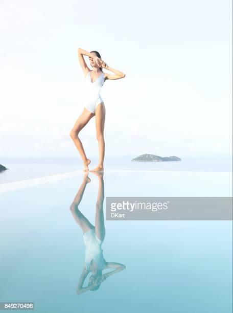 hermosa mujer sexy - piernas bonitas de mujer fotografías e imágenes de stock
