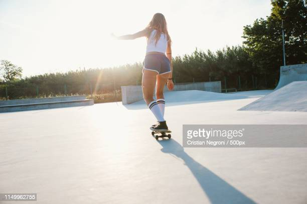 beautiful skater girl lifestyle moments in a skatepark - junior girl models stock pictures, royalty-free photos & images