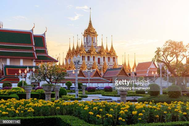 beautiful sky and wat ratchanatdaram temple in bangkok, thailand. thai architecture: wat ratchanadda, loha prasat and traditional thai pavilion is among the best of thailand's landmarks. - バンコク ストックフォトと画像