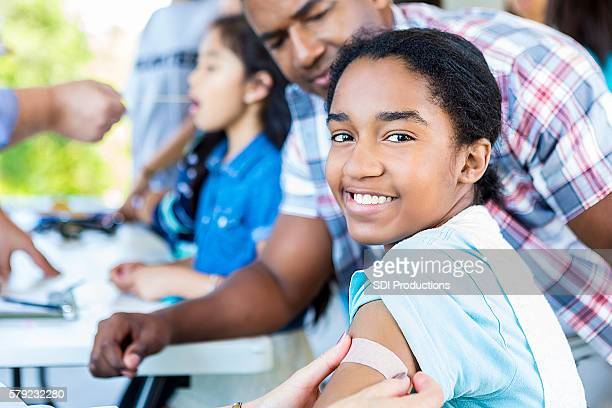 beautiful smiling african american girl after getting a flu shot - imagenes gratis fotografías e imágenes de stock