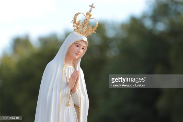 beautiful statue of the virgin mary praying with her hands joined ,with a crown. our lady of fatima. - our lady of fatima stock pictures, royalty-free photos & images