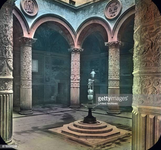 Beautiful still is the Hallenhof created in the style of the Renaissance by Arnolfo and renewed with arched halls of Michelozzo Marco da Faenza...