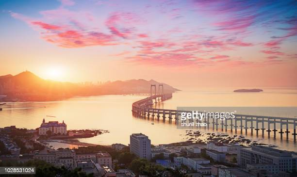 beautiful sunrise across the sea bridge - nationell sevärdhet bildbanksfoton och bilder