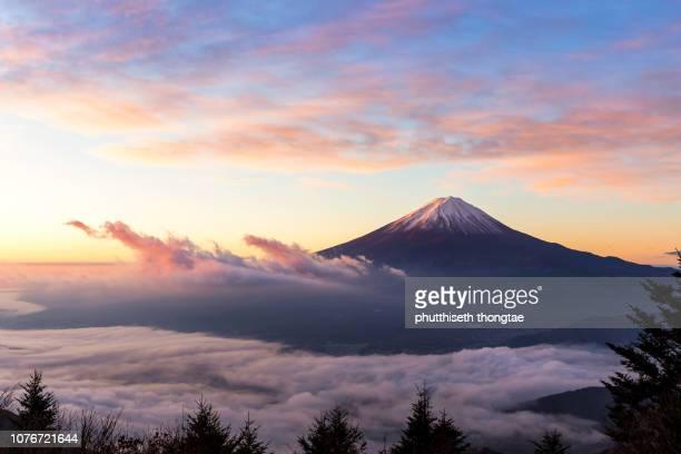 beautiful sunrise and foggy view of mount fuji at lake kawaguchi,yamanashi, japan. - mt. fuji stock pictures, royalty-free photos & images