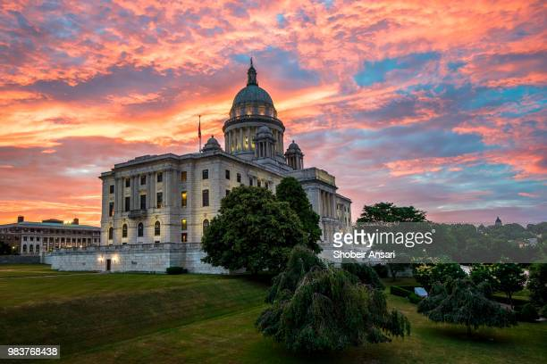 beautiful sunrise colors above rhode island state house, providence, ri - rhode island stock pictures, royalty-free photos & images