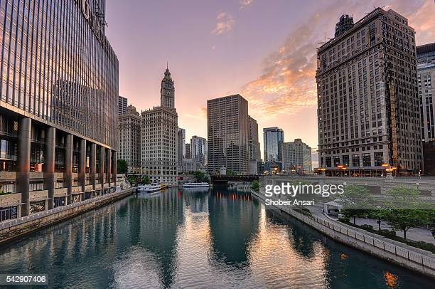 beautiful sunrise over chicago river - chicago river stock pictures, royalty-free photos & images