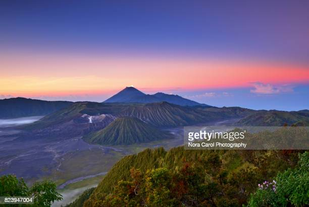 beautiful sunrise over mt bromo in east java, indonesia. - mt bromo stock photos and pictures