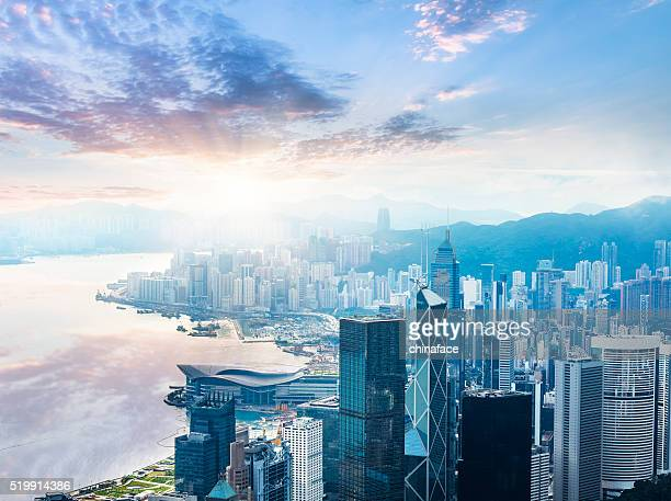 beautiful  sunrise over victoria harbor - hongkong 個照片及圖片檔
