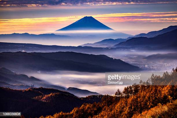 beautiful sunrise view of mountain fuji with morning mist and suwa lake with cloud at nagano prefecture in autumn season - 諏訪市 ストックフォトと画像