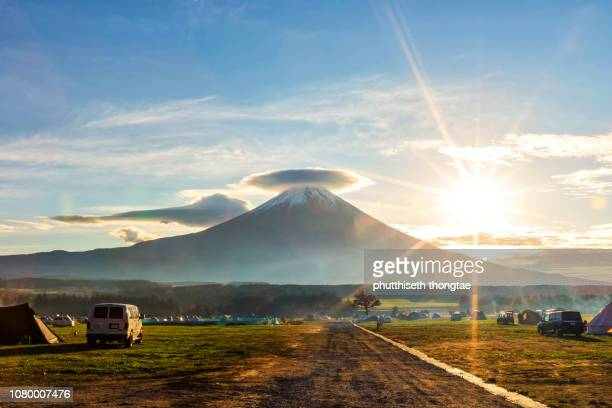 beautiful sunrise with fuji mountain at fumotoppara camping grounds,fujiyoshida,yamanashi,japan, mount fuji or fujisan located on honshu island, is the highest mountain in japan. - {{asset.href}} stock-fotos und bilder