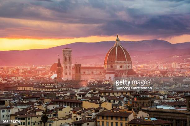 beautiful sunset and rain thunder storm over cathedral of santa maria del fiore (duomo) and vecchio palazzo, florence, italy - ponte vecchio stock photos and pictures