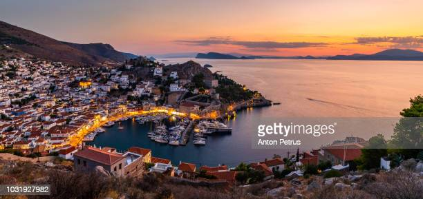 beautiful sunset at hydra island, greece - islas griegas fotografías e imágenes de stock
