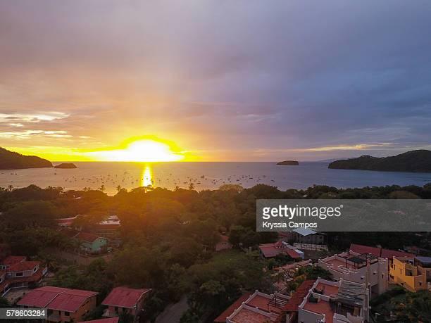 beautiful sunset at playa del coco, guanacaste - costa rica - playa tamarindo fotografías e imágenes de stock