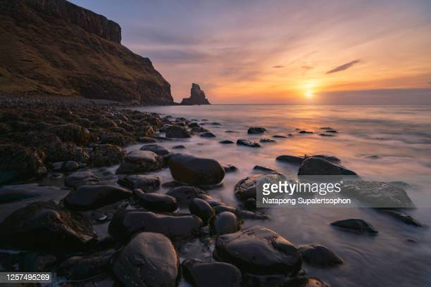 a beautiful sunset at talisker bay beach, isle of skye, scotland - seascape stock pictures, royalty-free photos & images