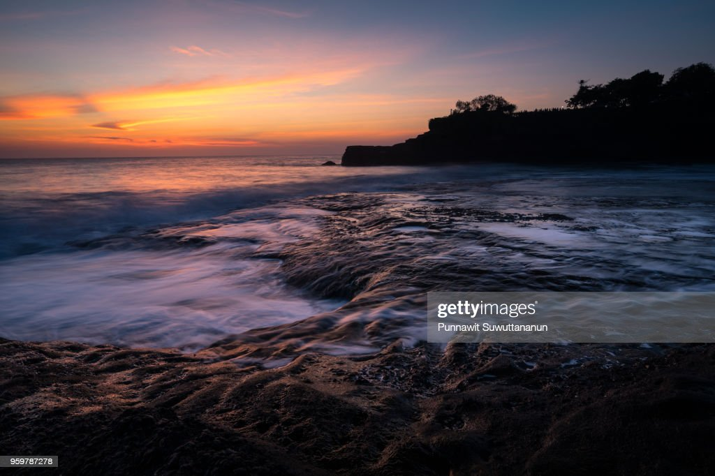Beautiful sunset at Tanah Lot, landmark of Bali island, Indonesia : Stock-Foto