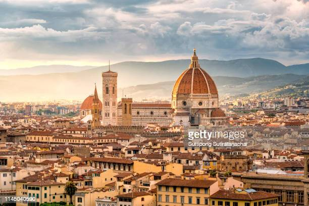 beautiful sunset cityscape view of the santa maria nouvelle duomo and the town of florence, in the italian tuscany. - italy stock-fotos und bilder