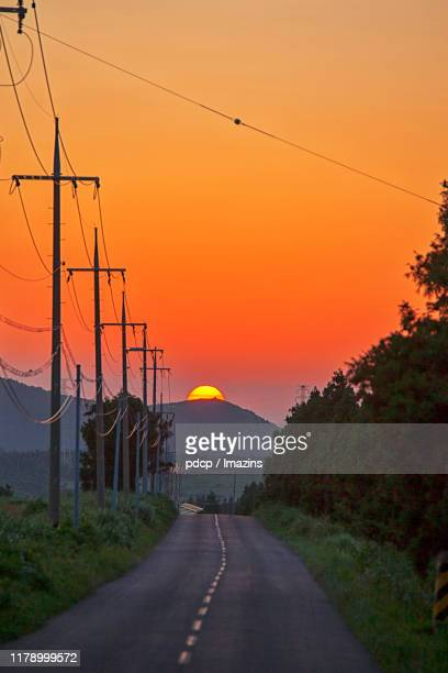 beautiful sunset, clouds and road - jeju - fotografias e filmes do acervo