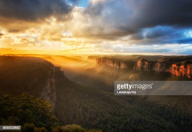 beautiful sunset in blue mountains national park - katoomba stock pictures, royalty-free photos & images