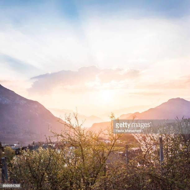 beautiful sunset in the dolomites - trento foto e immagini stock