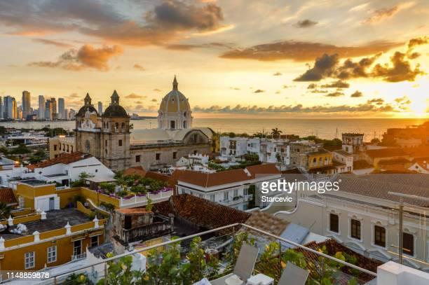 hermosa puesta de sol sobre cartagena, colombia - cartagena colombia fotografías e imágenes de stock