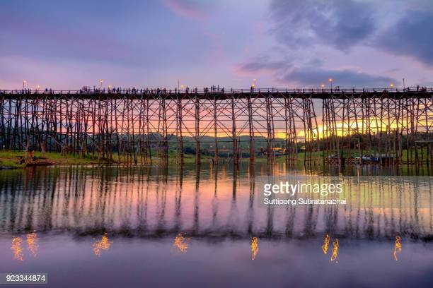 beautiful sunset scene at old an long wooden bridge at sangklaburi,kanchanaburi province, thailand - カンチャナブリ県 ストックフォトと画像