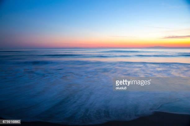 美しい夕日の波