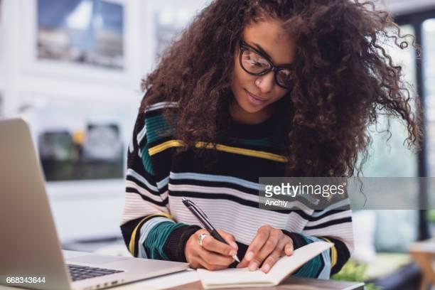 agenda fazendo do professor linda mulher - internet - fotografias e filmes do acervo