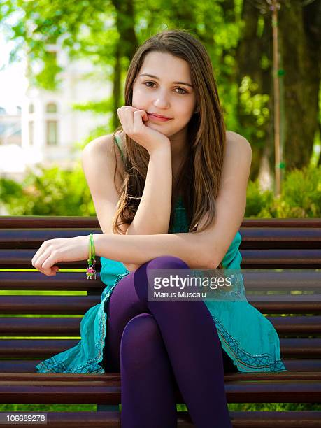 beautiful teenage girl looking at the camera - une seule adolescente photos et images de collection