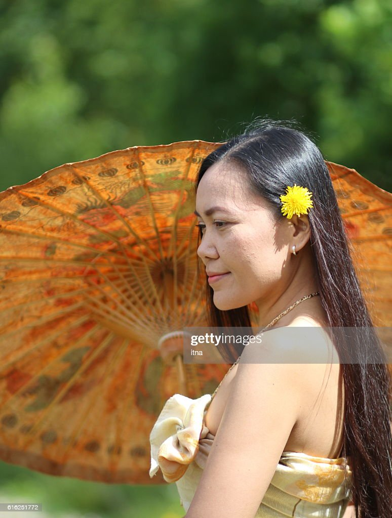 Beautiful Thai womanl in Thai traditional costume : Foto de stock