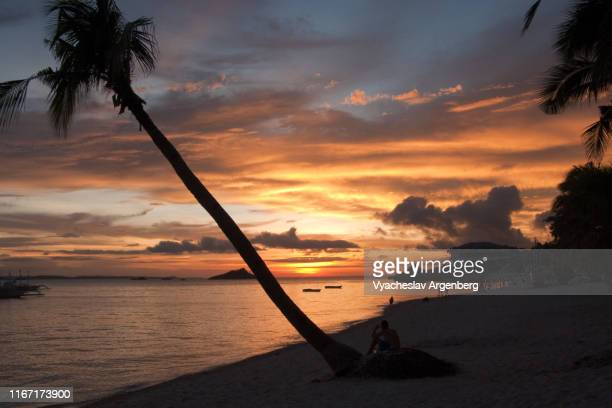 beautiful tropical sunset, malapascua island, philippines - argenberg bildbanksfoton och bilder