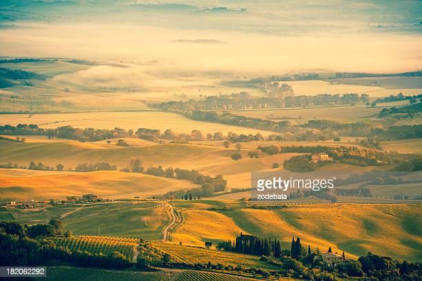 Splendide colline della Toscana all'alba, la Val d'Orcia
