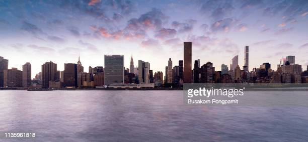 beautiful twilight panorama manhattan in new york city, usa. - skyline photos et images de collection