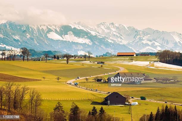 スイスの美しい渓谷 - フリブール州 ストックフォトと画像