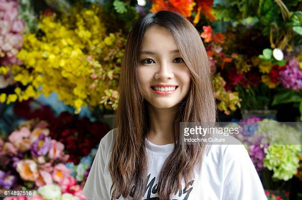 beautiful vietnamese girl with a lovely toothy smile wearing good morning vietnam t-shirt - pretty vietnamese women stock photos and pictures