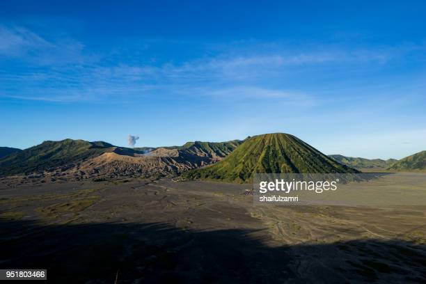 beautiful view landscape of active volcano crater with smoke at mt. bromo, east java, indonesia. - shaifulzamri 個照片及圖片檔
