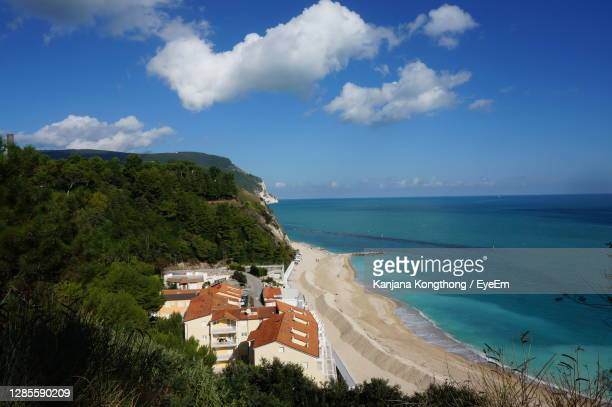 beautiful view of adriatic sea from.numana, italy during summer on sunny day with blue and cloud sky - kanjana kongthong foto e immagini stock