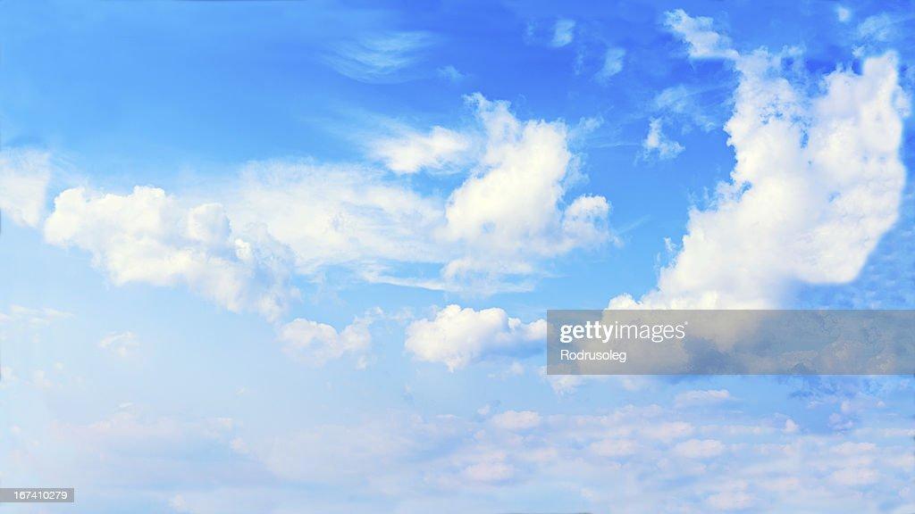Vue magnifique sur ciel bleu et nuages. : Photo
