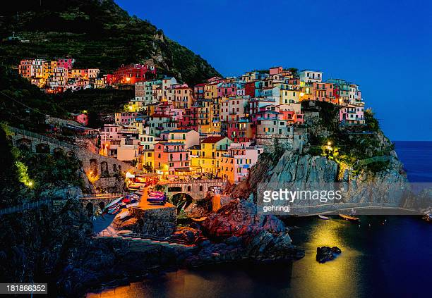 beautiful view of manarola at night - bontgekleurd stockfoto's en -beelden