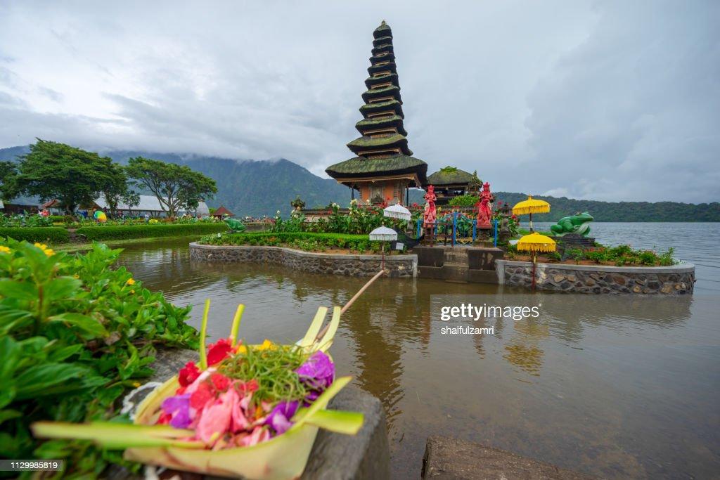 Beautiful view of Pura Ulun Danu Bratan, a Hindu temple on Bratan lake, Bali, Indonesia. : Stock Photo