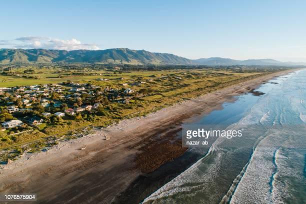 テ ・ ホロ、ウェリントンの小さな町の美しい景色。 - ニュージーランド首都 ウェリントン ストックフォトと画像