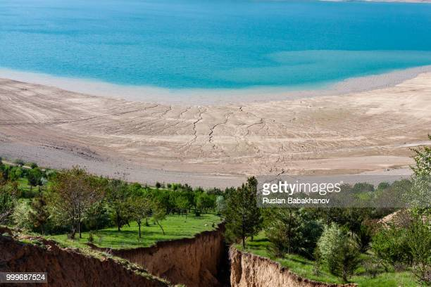 beautiful views of charvak lake - uzbekistan foto e immagini stock