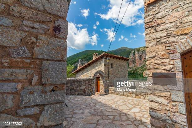 beautiful village in the pyrenees - 石造りの家 ストックフォトと画像