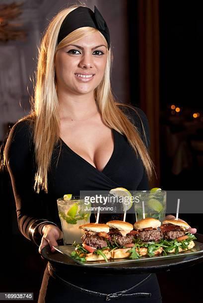 Hermoso camarera