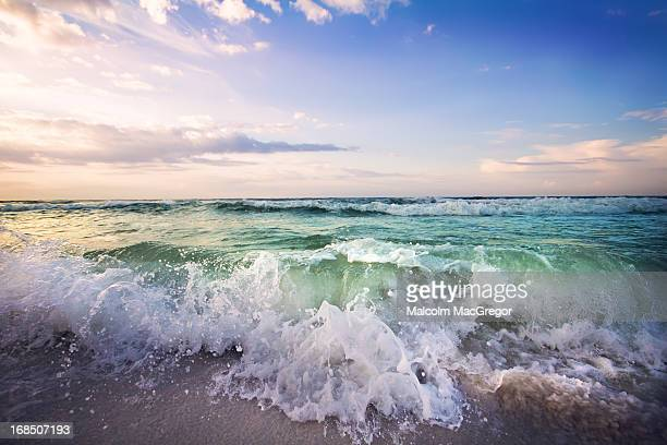 beautiful waves - destin beach stock pictures, royalty-free photos & images