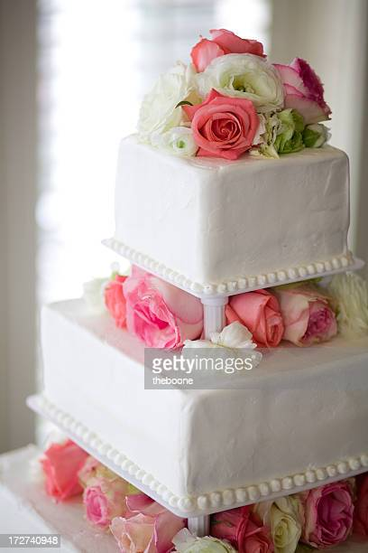 Beautiful wedding cakes check in store for prices