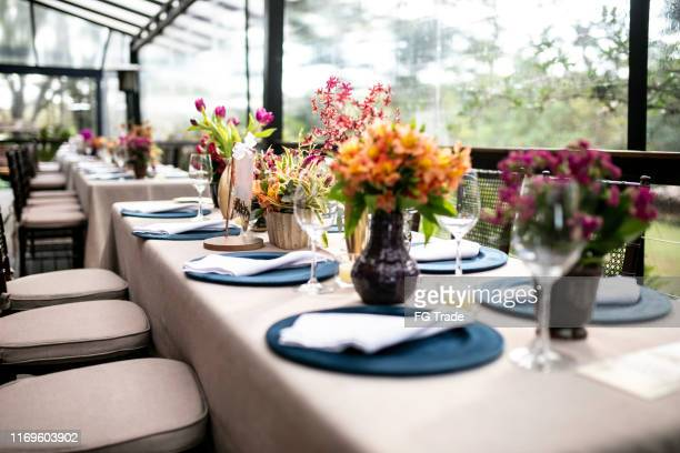 beautiful wedding reception venue - wedding reception stock pictures, royalty-free photos & images