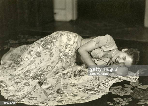 beautiful woman 1940's. - 1943 stock pictures, royalty-free photos & images